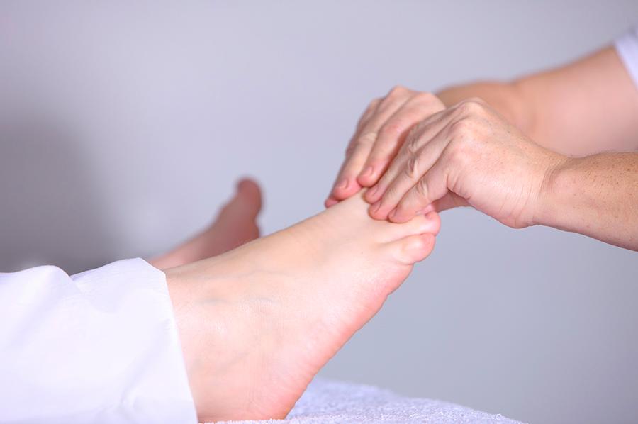 massagem dos pes para o frio